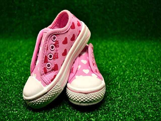 childrens-shoes-3035035_640_R