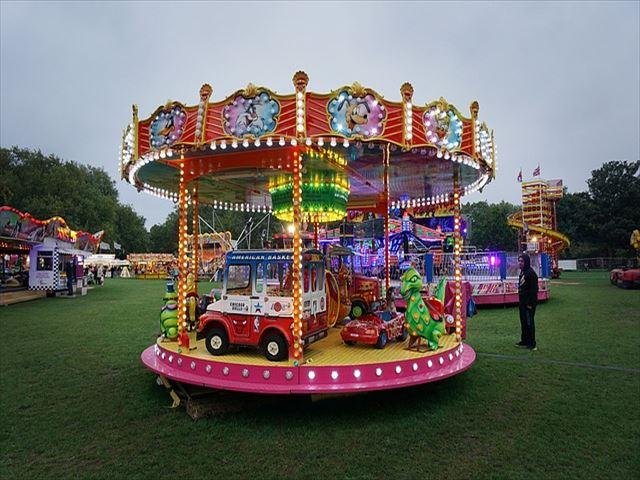 fairground-1368430_640_R